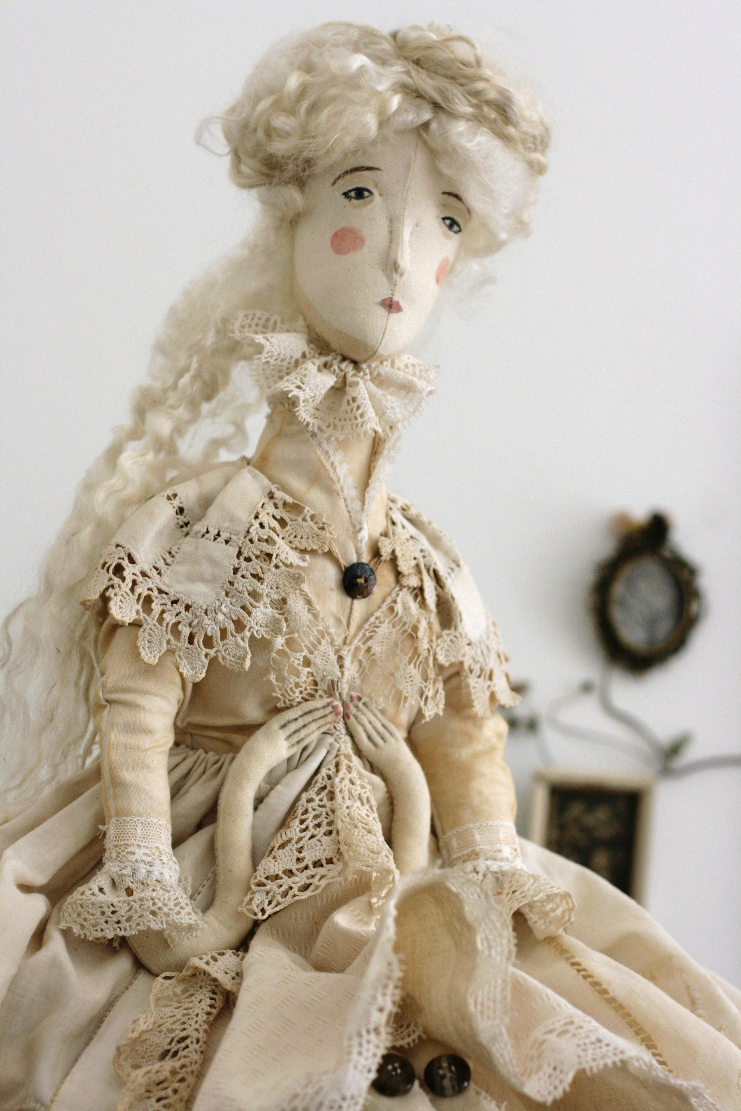 textile doll pantovola