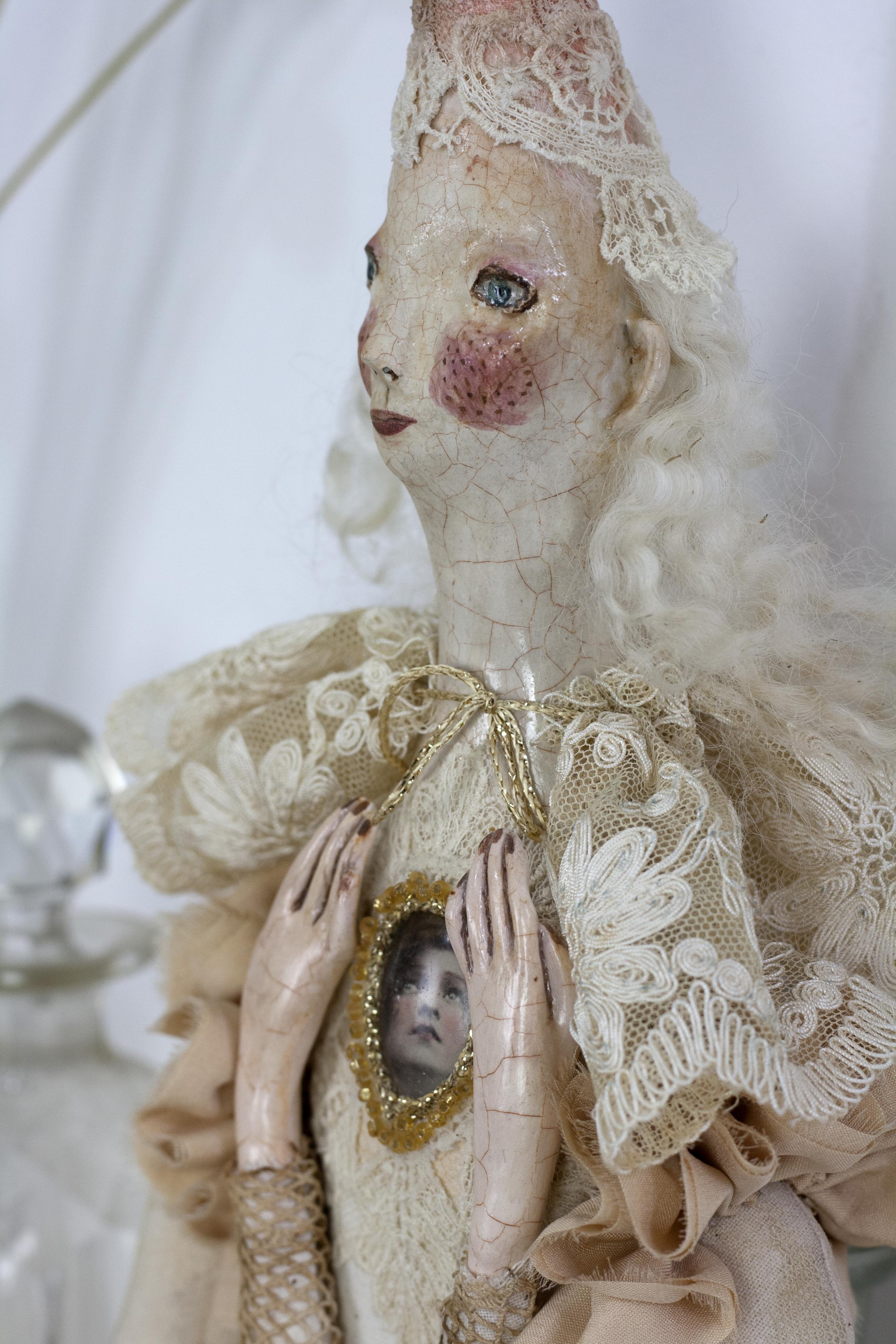 harelquin doll