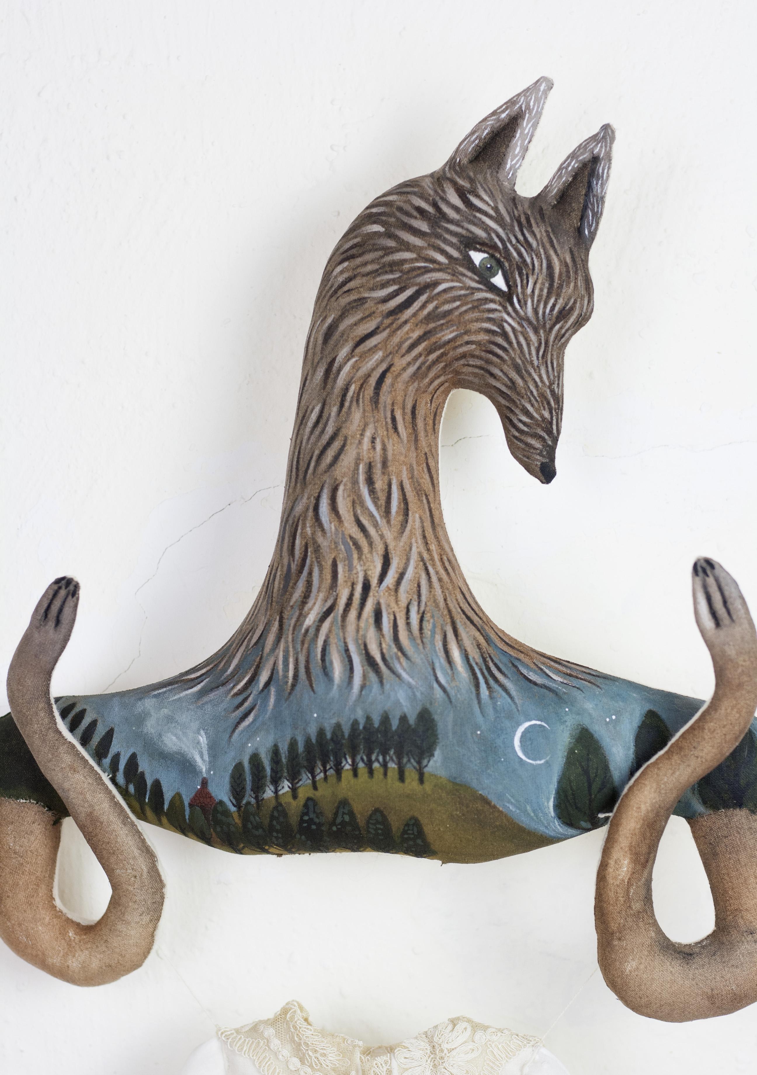 wolf sculpture