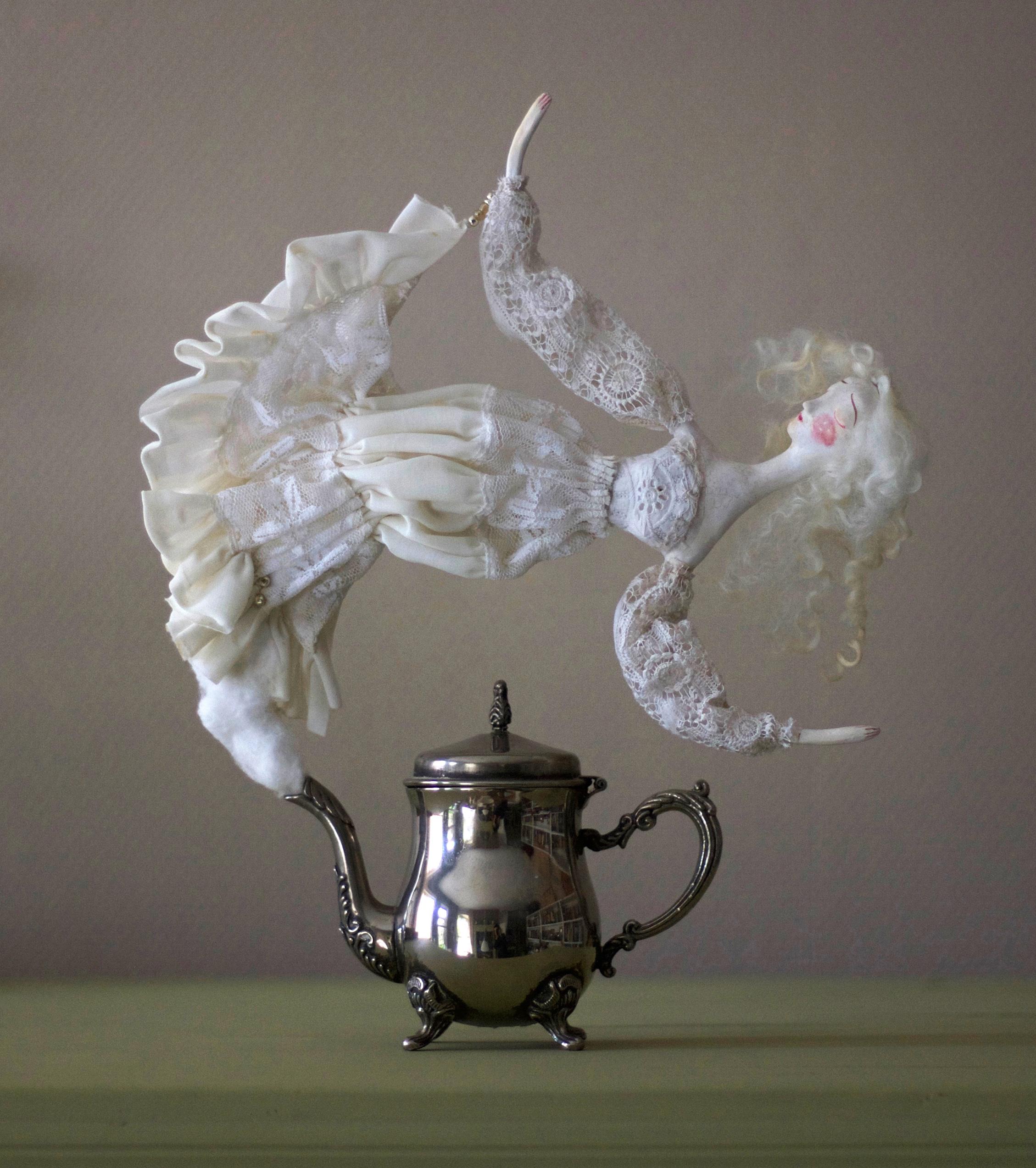 Giselda Teapot Ghost